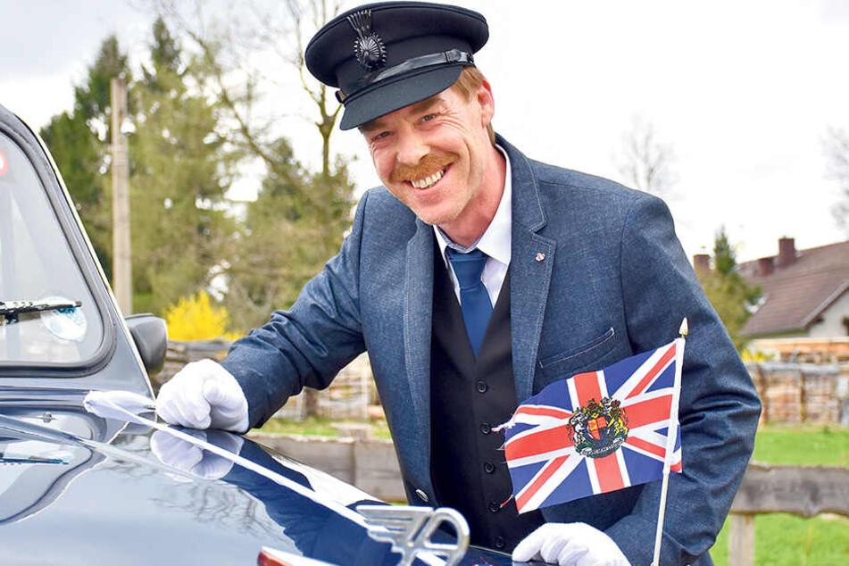 Das London-Taxi ist nicht das einzige englische Fahrzeug im Fuhrpark von Stefan Foltys (48). Insgesamt hat er zehn Autos aus Großbritannien.