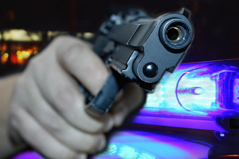 Gleich zweimal sollen am Freitag Menschen in Leipzig mit Pistolen bedroht worden sein.