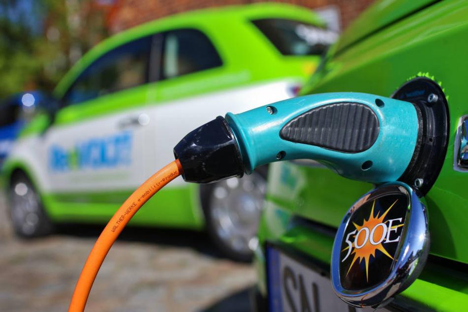 Wenn alle Autos in Deutschland mit Strom betrieben würden, stiege der Strombedarf um ein Drittel an. (Symbolbild)