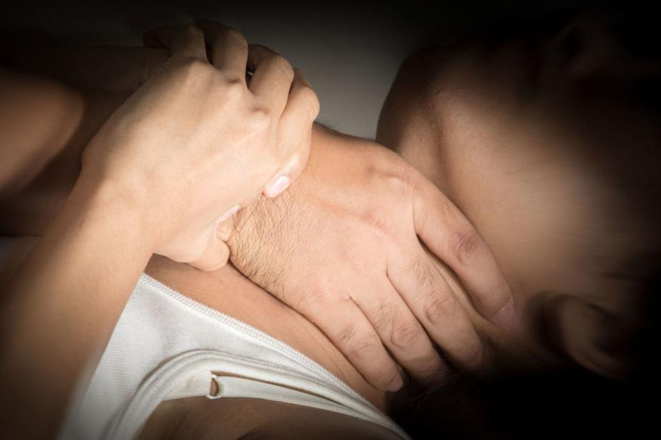 An den Händen des Mannes wurde DNA des Opfers festgestellt. (Symbolbild)