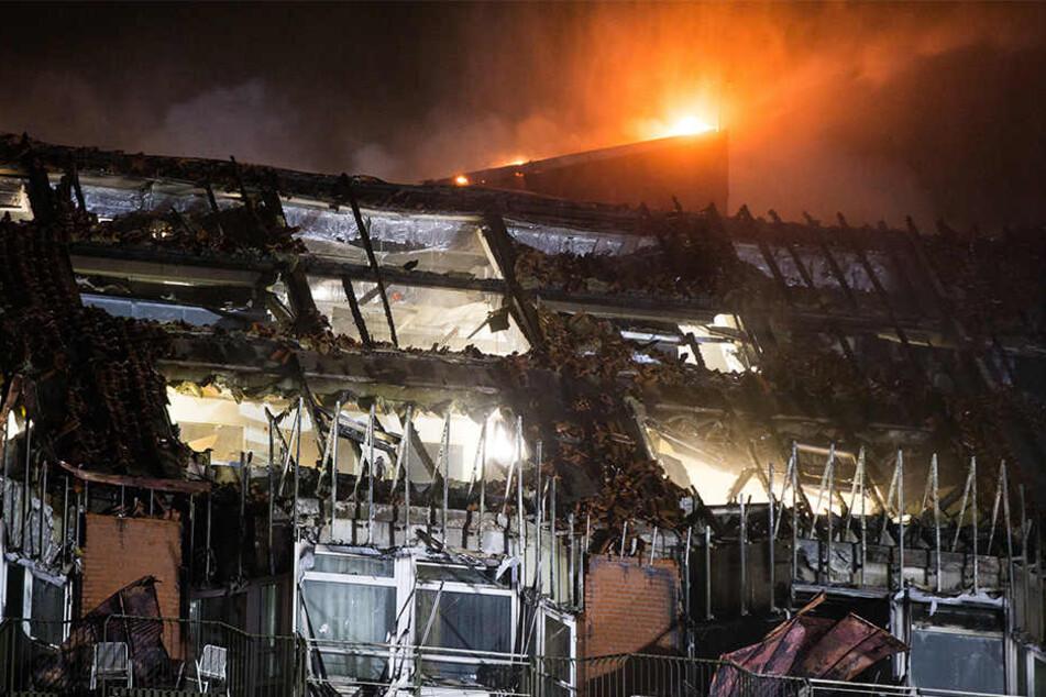 Im Bochumer Universitätsklinikum sind zwei Menschen bei einem Großbrand ums Leben gekommen.