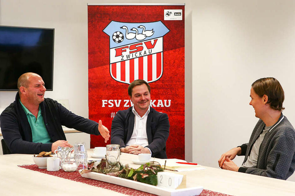FSV-Sportvorstand David Wagner (l.) und Eispiraten-Geschäftsführer Jörg Buschmann im Gespräch mit TAG24-Redakteur Michael Thiele.