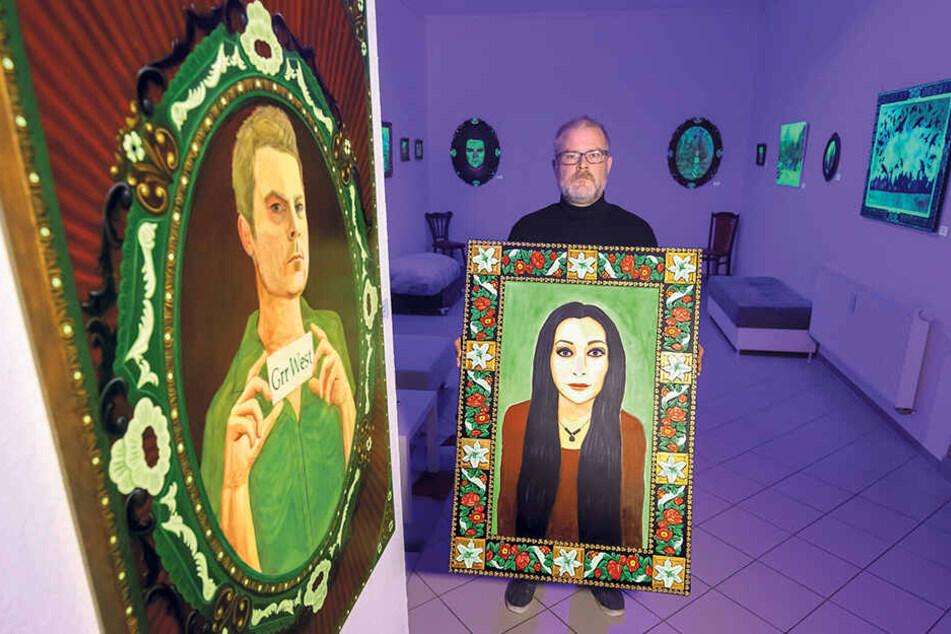 Glenn West (45) steht in seiner Ausstellung im Atelier West in Annaberg-Buchholz.