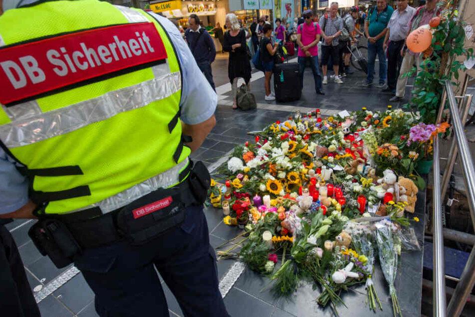 Der Tod des Jungen am Bahnsteig 7 des Frankfurter Hauptbahnhofs löste eine große Welle der Anteilnahme aus.
