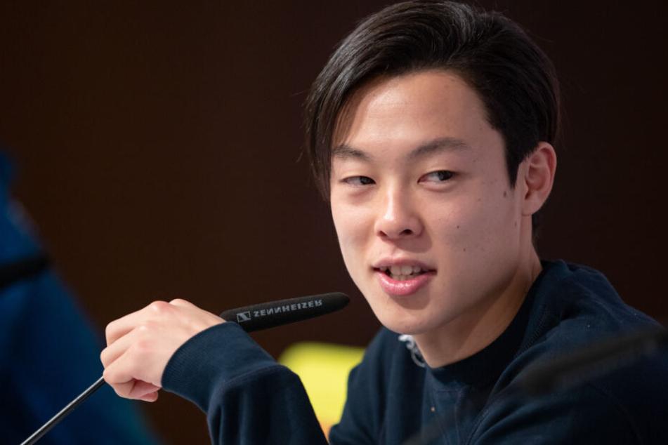 Ryoyu Kobayashi kam verspätet zur Pressekonferenz.