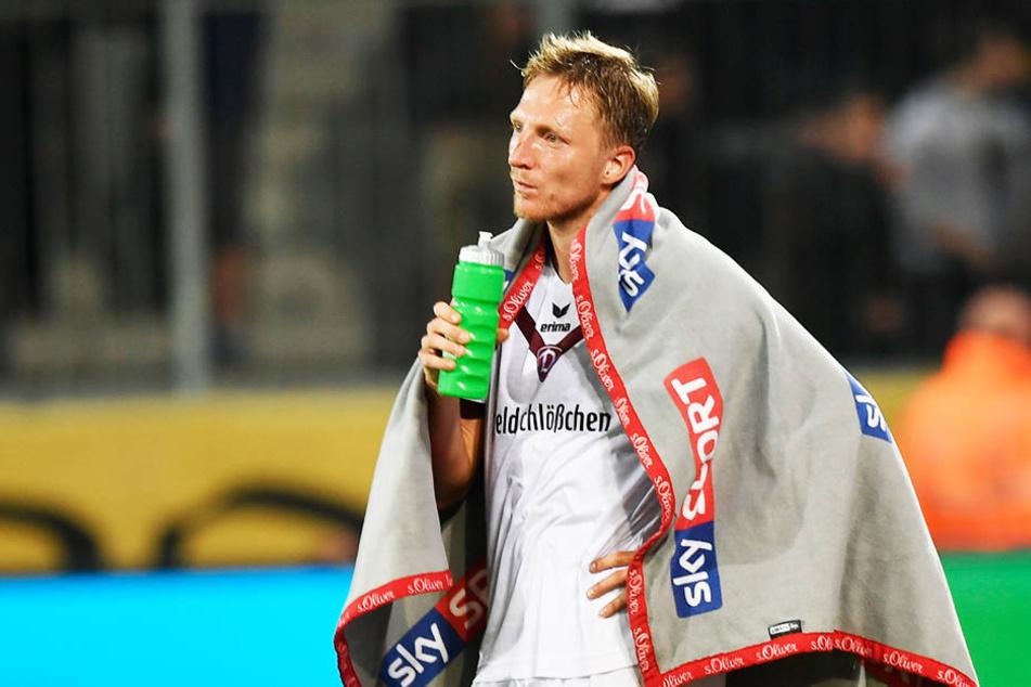 Da können sich einige warm anziehen! Dynamo-Kapitän Marco Hartmann war nach  dem 0:2 gegen Bielefeld total bedient.