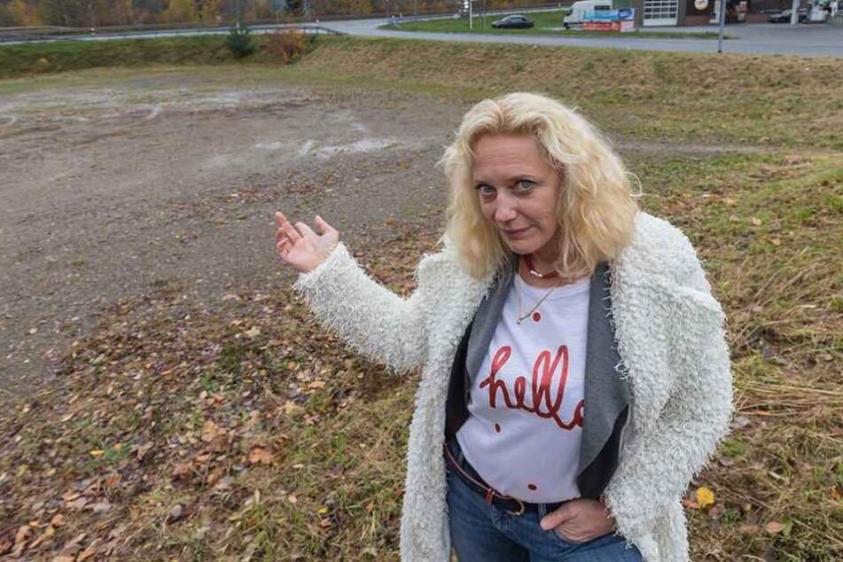 Stadtsprecherin Jana Hecker (53): Auf diesem kleinen Parkplatz wird Burger-King bauen.