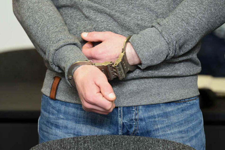 Studentin eine Nacht lang von Mitbewohner gequält und misshandelt