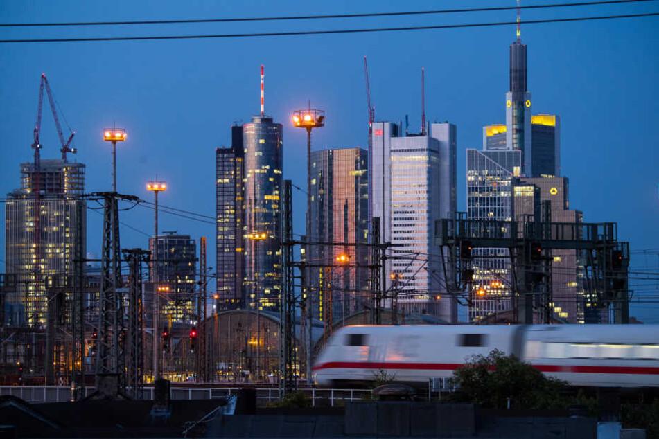 Frankfurt gilt bundesweit als Verkehrsknoten. (Symbolbild)
