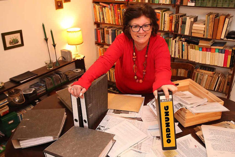 Chaos-Managerin Sabine Richter (56) bringt Ordnugn in jeden noch so großen Blätterwald.