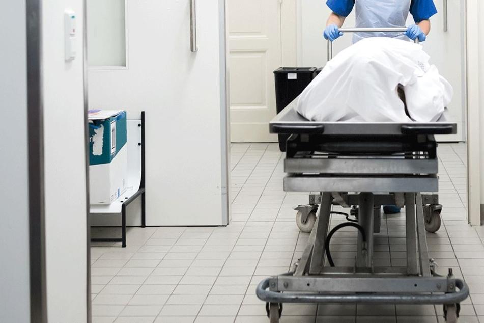 Im Krankenhaus konnte nur noch der Tod der beiden festgestellt werden (Symbolbild).