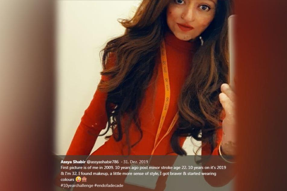 Assya mit einem Foto aus dem Jahr 2019. Geschminkt und mit Perücke - eine irre Wandlung, die sie ihren Followern bei Twitter hier zeigt.