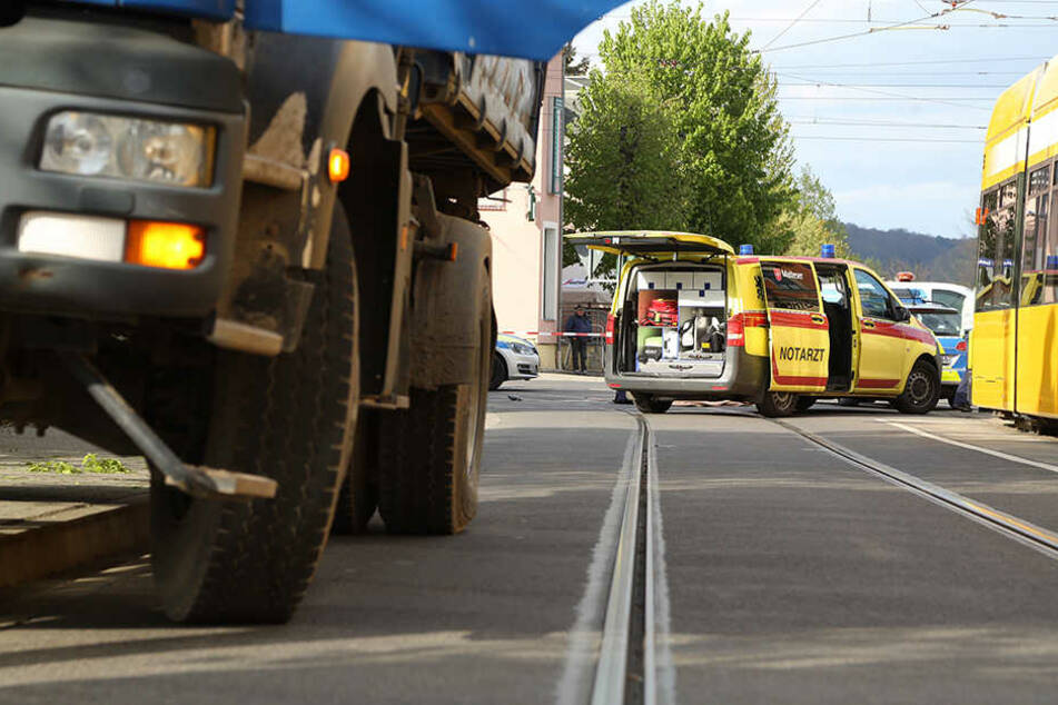 An einer Kreuzung in Dresden-Leuben überfuhr der Lkw die Radlerin.
