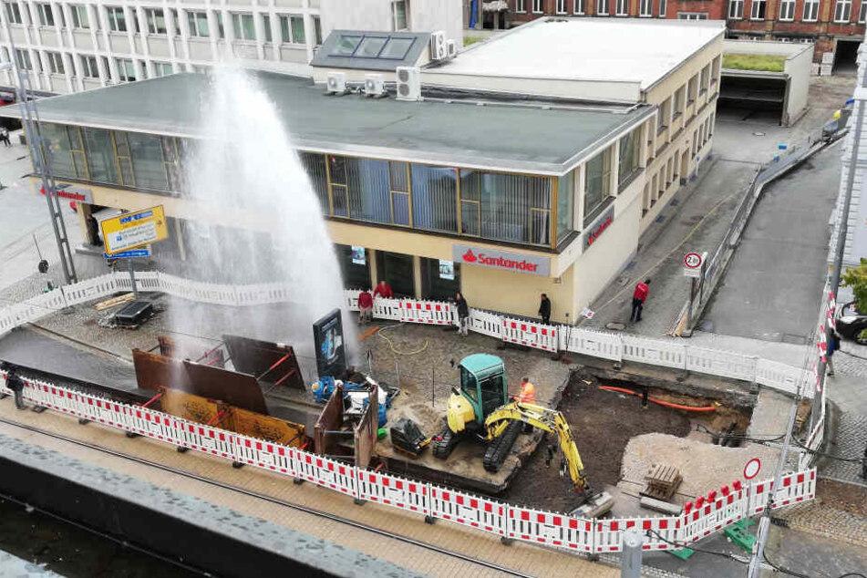 Da staunten die Bauarbeiter: Eine meterhohe Fontäne schoss aus dem Boden.