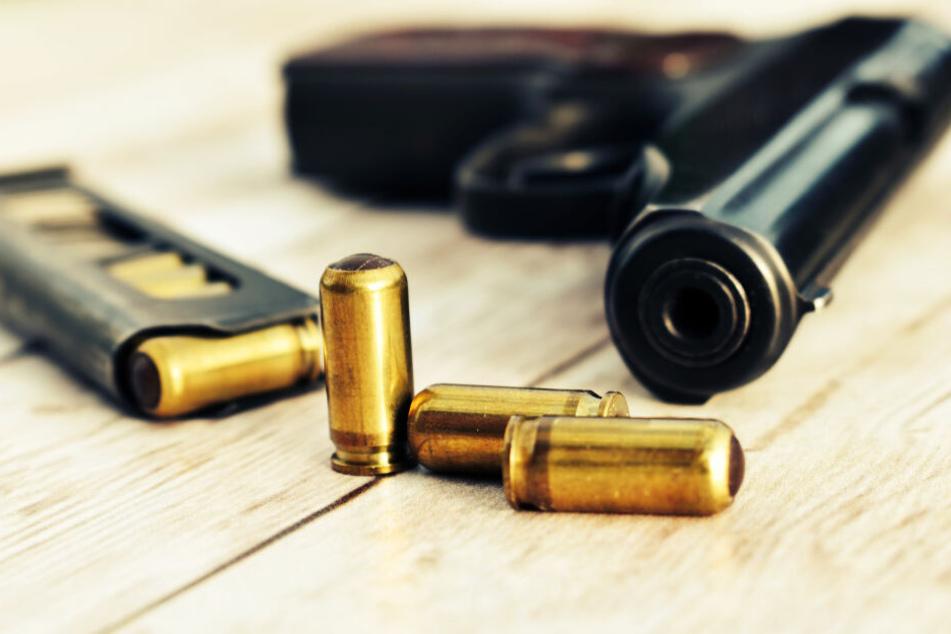 Mit solch einer Pistole könnte der Mann auf das Kind geschossen haben (Symbolbild).