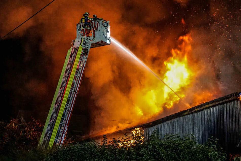 Mehrere Verletzte, Haus unbewohnbar: Kripo ermittelt nach Brand