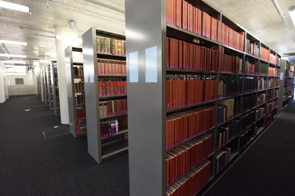 In der Freiburger Universitätsbibliothek wurden die Flyer in Büchern versteckt. (Archivbild)