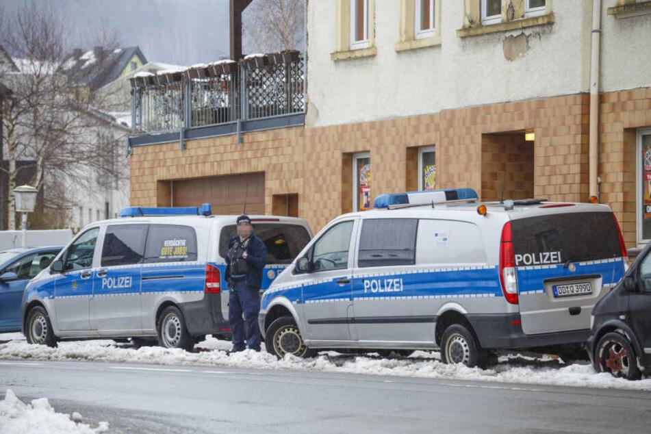 Die Polizei war mit eine Großaufgebot in Crottendorf vor Ort.