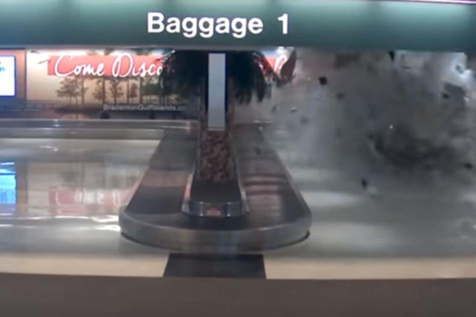 Der Fahrer schoss quer durch die Gepäckausgabe des Flughafens.
