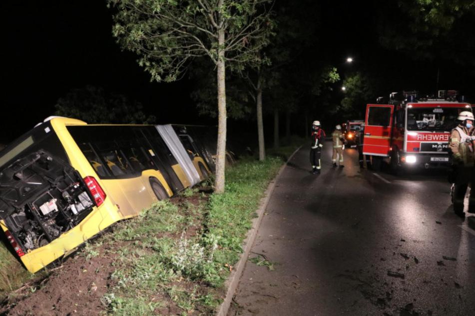 Feuerweherleute an der Unfallstelle.
