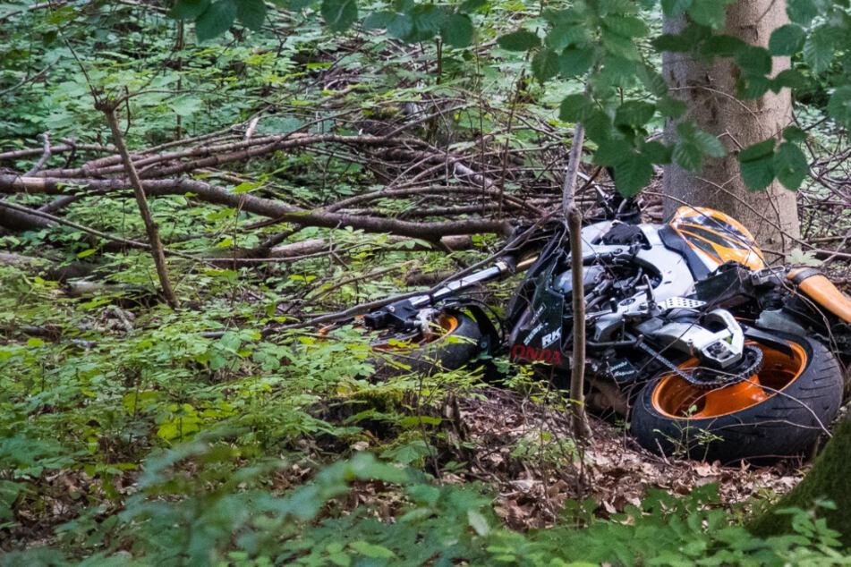 37-Jähriger stirbt bei Motorrad-Unfall, Mitfahrerin (36) wird schwer verletzt