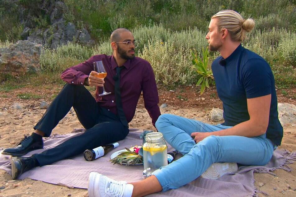 """Das Picknick-Date mit Corey (33, l.) war noch Kims (31) Worten """"übersichtlich, aber schön"""". Einen Kuss gab es nicht."""