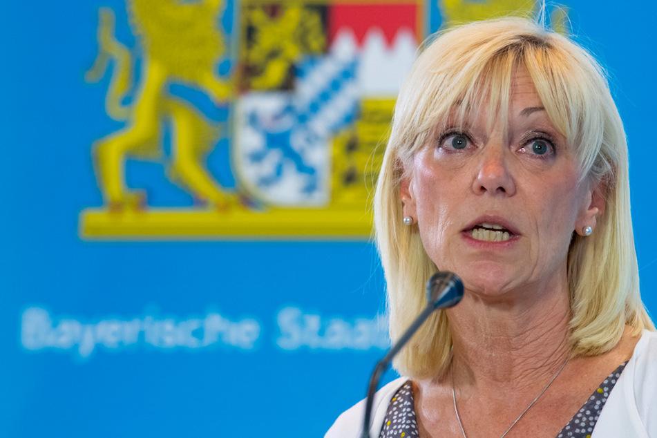 Carolina Trautner (CSU), Sozialministerin von Bayern, nimmt nach einer Sitzung des bayerischen Kabinetts an einer Pressekonferenz teil.