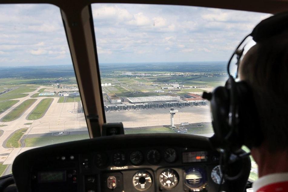 Der Angeklagte soll mindestens einen Piloten mit einem Laserpointer geblendet haben.