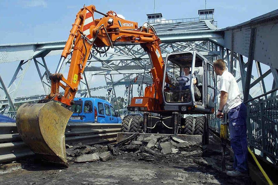 2003 bekam das Blaue Wunder einen neuen Asphalt. In den nächsten Jahren folgen viele weitere Sanierungen.