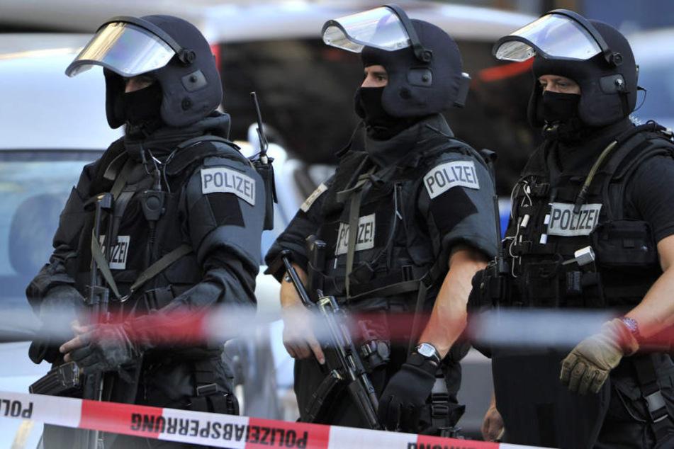 Spezialkommandos der Polizei werden im Frankfurter Bahnhofsviertel regelmäßig eingesetzt (Archivbild).