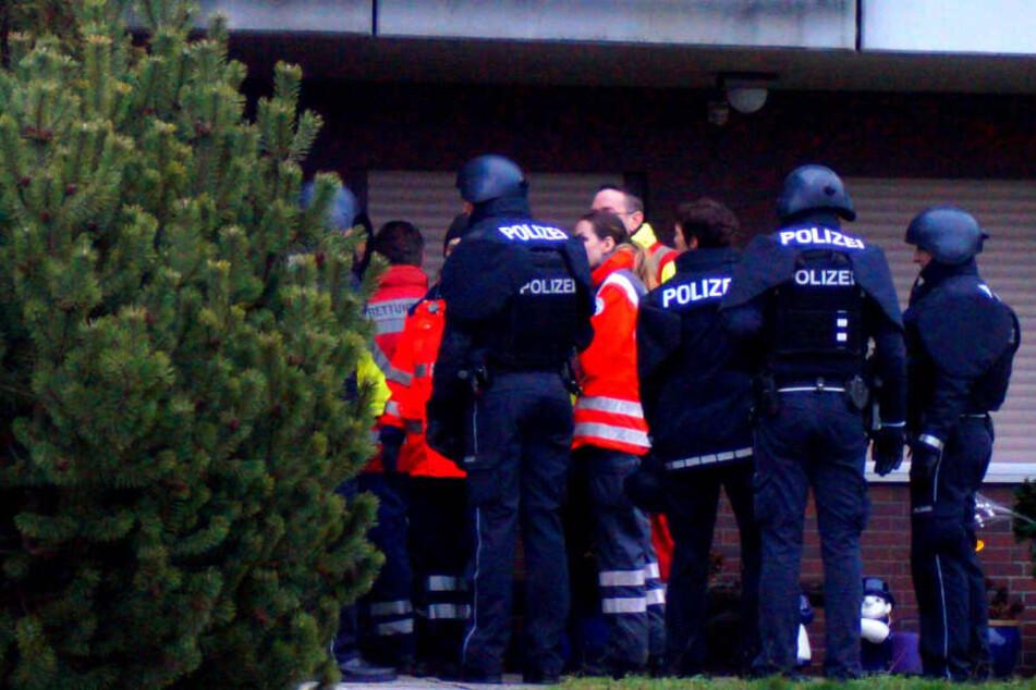 Mann verbarrikadiert sich offenbar mit Waffe: SEK stürmt Wohnung