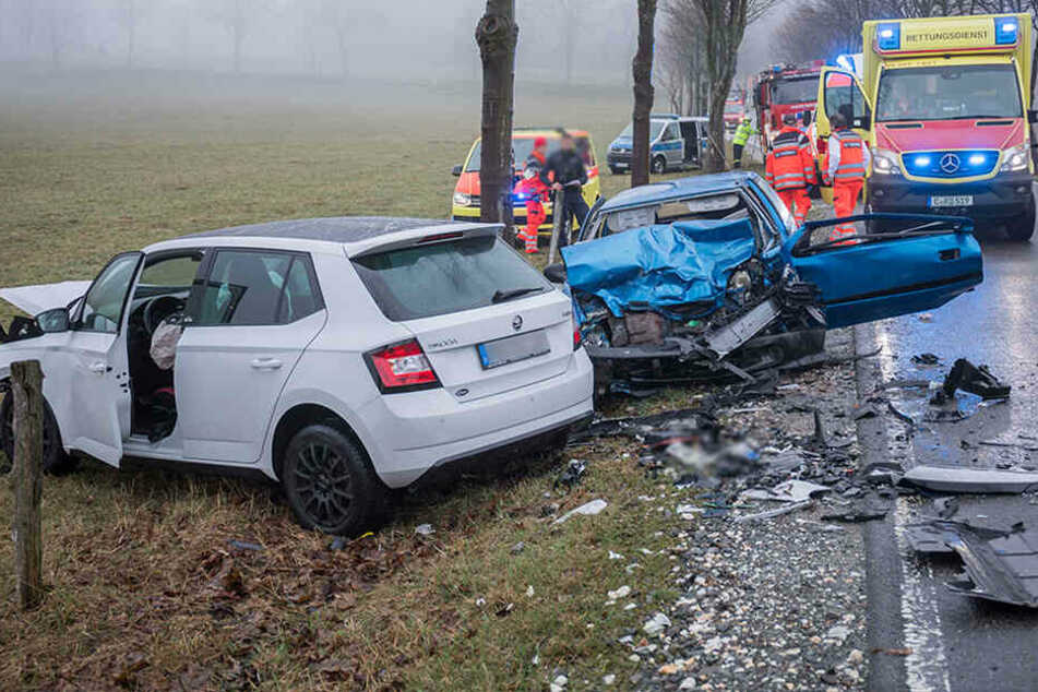 Tödlicher Frontal-Crash im Erzgebirge: Frau stirbt