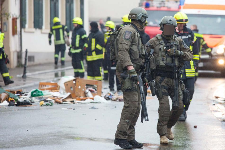SEK-Beamte und Einsatzkräfte der Feuerwehr waren vor Ort.