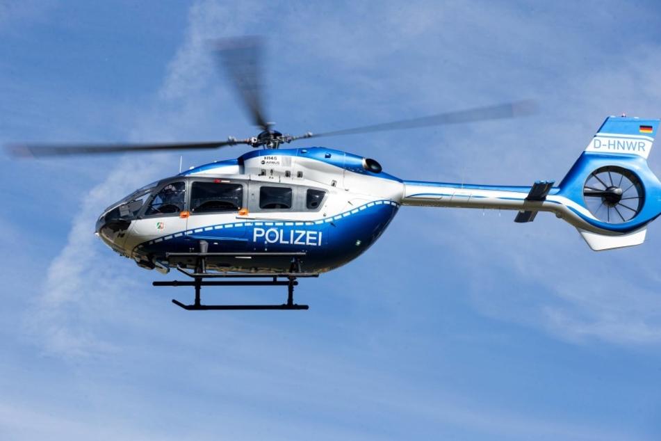 Die Polizei sucht am Freitagmorgen nach einem Verdächtigen. Dabei kam auch ein Hubschrauber zum Einsatz. (Symbolbild)