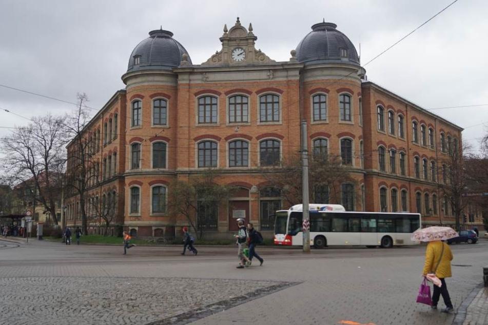 Im ehemaligen Georgengymnasium sollen Wohnungen, Büros und Praxisräume  entstehen.