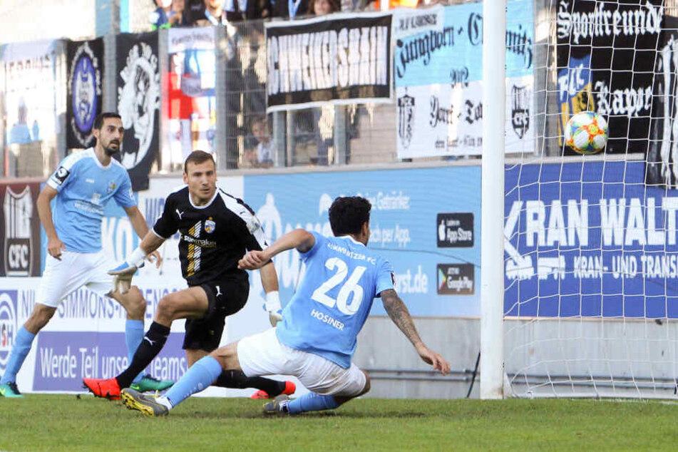 Sieben Tore hat Philipp Hosiner in zwölf Einsätzen für die Himmelblauen erzielt. Hier trifft der Österreicher (Nr. 26) im Heimspiel gegen Jena zum späten 3:2-Sieg.