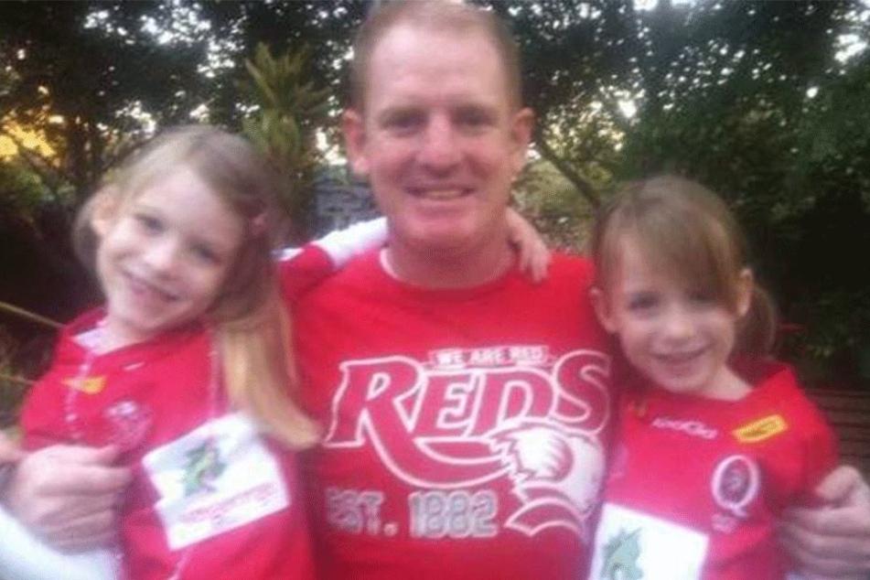 Vor ihrem Verschwinden posierte ihr Vater mit seinen Töchtern.