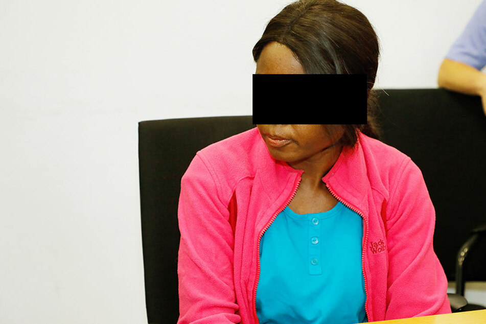 Susan A. (31) am Montag im Landgericht - die Ermittler stöberten auch in ihrem Handy.