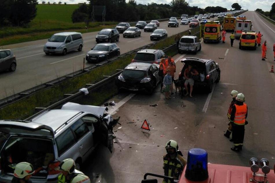 Massencrash auf der A4: Schwangere per Hubschrauber ins Krankenhaus