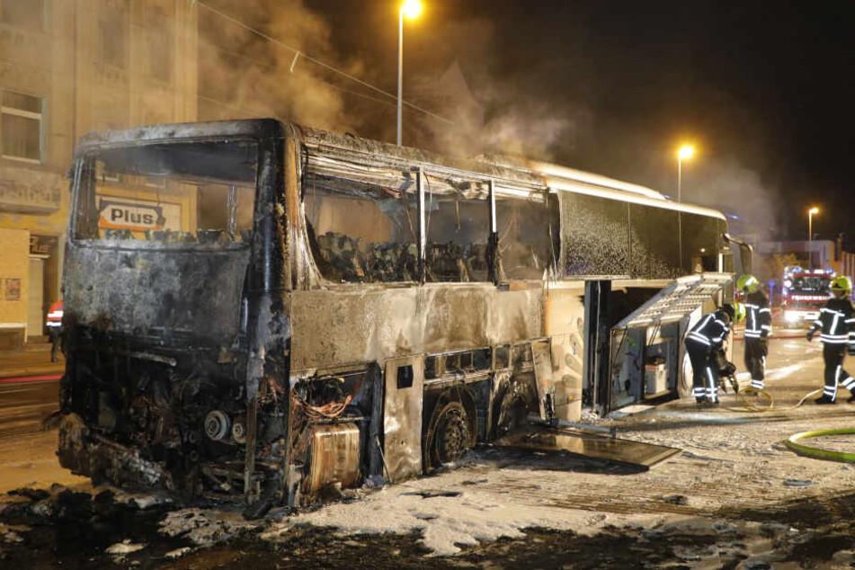 Der hintere Teil des Busses brannte komplett aus.
