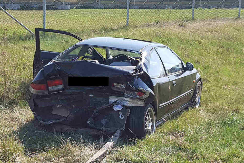 Die Rückseite des Hondas wurde bei dem Unfall schwer beschädigt.