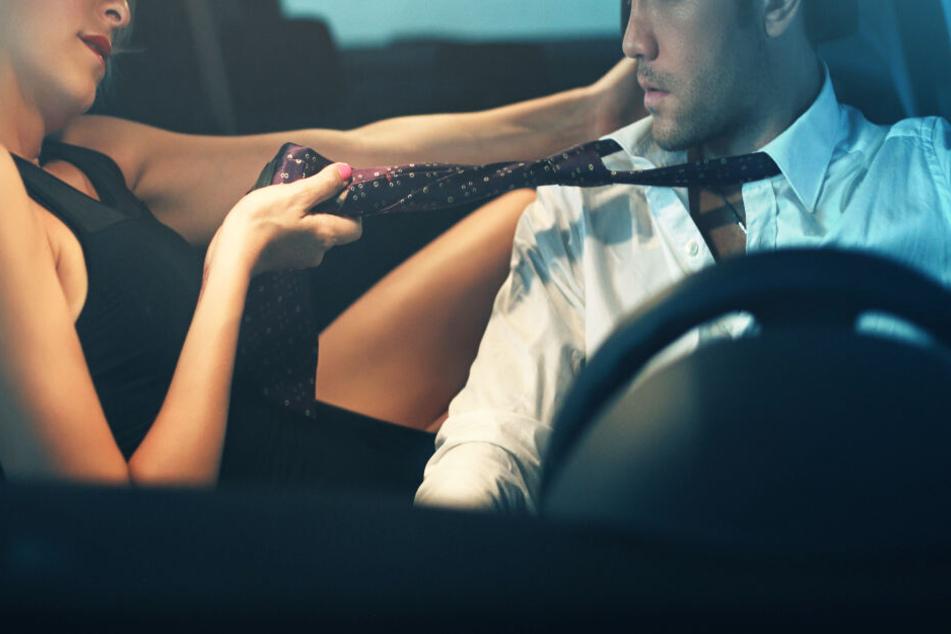 Ein Paar hat es sich in einem fremden Auto bequem gemacht - mit Folgen. (Symbolbild)