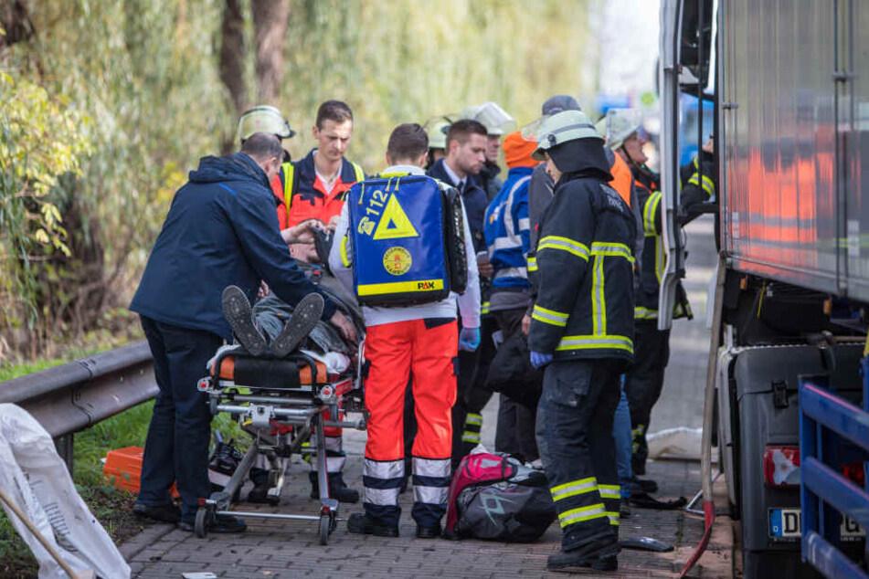 Crash am Hafen: Lkw-Fahrer verliert Kontrolle und rast in Gegenverkehr