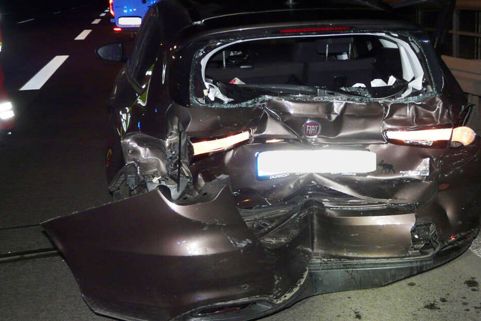 Heftiger Crash auf Autobahn: In diesem Wagen wurden fünf Personen verletzt, darunter ein Kind