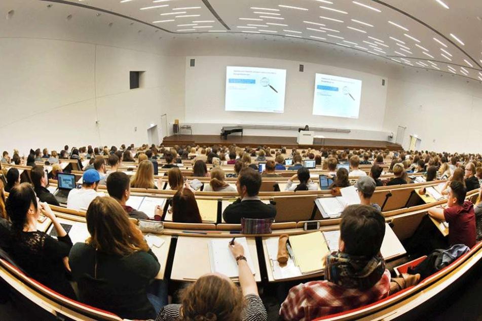 Zu viele sächsische Lehramts-Studenten entscheiden sich fürs Gymnasium, obwohl sie an Grund- und Oberschulen gebraucht würden.