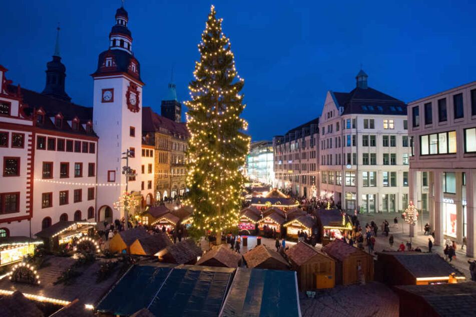 Der Chemnitzer Weihnachtsmarkt ist seit Freitag geöffnet.