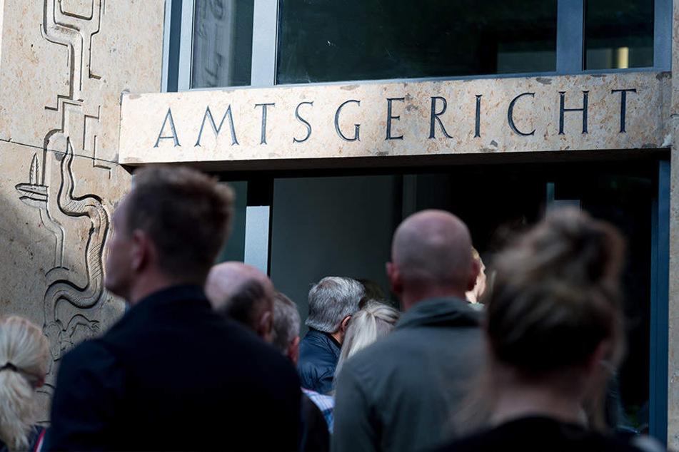 Der Andrang vor dem Amtsgericht Rheine war groß.