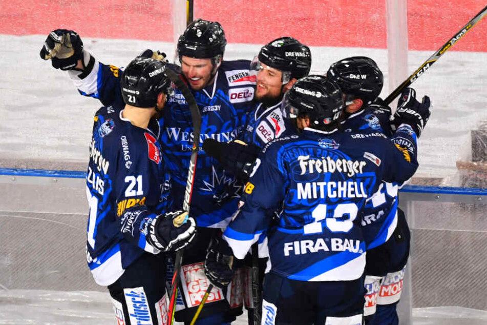Am Ende behielten die Dresdner Eislöwen mit 5:3 die Oberhand.