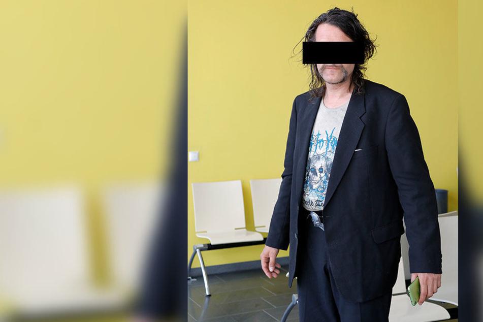 Dauerklingler Enrico Z. (46) erschien ohne Rechtsbeistand im Amtsgericht