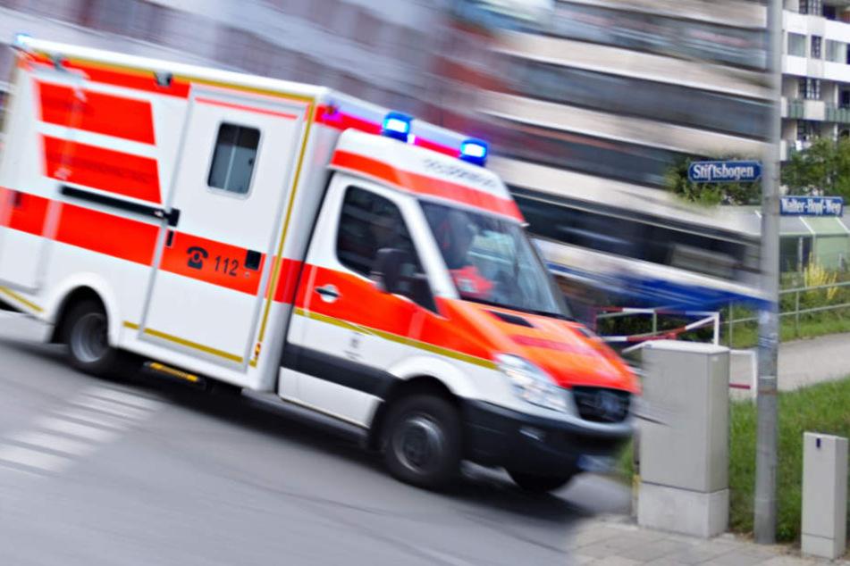 Der Mann wurde ins Krankenhaus gebracht, wo er seinen Verletzungen erlag. (Symbolbild)